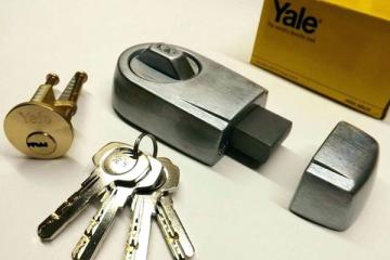 front-door-lock-change-front-door-lock-replacement-cost-Horsham